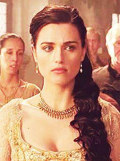 Morgana looking at Arthur (gif set)