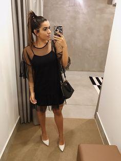 Little black dress. Instagram: @feguimaraess