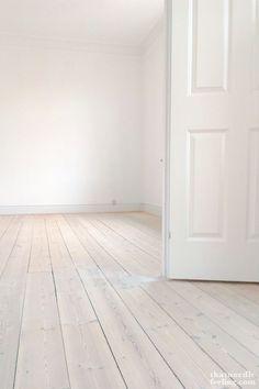 pour sol salon ou chambre sol pvc imitation parquet blanchi floors pinterest sol pvc. Black Bedroom Furniture Sets. Home Design Ideas