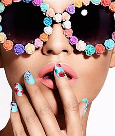 Ciate Flower Manicure Sets for Spring Includes two paint pots, dried flower applicants and tweezers Spring Nail Trends, Spring Nail Art, Spring Nails, Summer Nails, Bright Nails, Blue Nails, Pretty Nail Colors, Pretty Nails, Look Girl