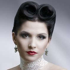 No Discussion Of Hairstyles Would Be Complete Without The Victory Roll Hairstyle Creating Hairstyles Takes Practice But They Can Be Very Flattering And