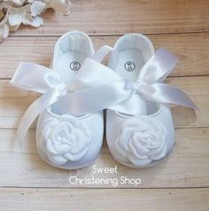 42 New Ideas baby girl shoes tutorial Baby Boy Baptism Outfit, Baby Boy Shoes, Girls Shoes, Christening Shoes, Baby Girl Christening, New Baby Girls, Baby Girl Gifts, Baby Wedding, Wedding Shoes
