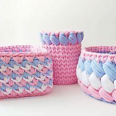 Набор в полном составе: Конфетница; Вазон для расчесок; Корзинка для детской аптечки. . . #трикотажнаяпряжа #вязанаякорзинка #вязаниеназаказ #вязаниекрючком #уютныйдом #подарокна8марта #подароклюбимой #подарокнаденьрождения #alla_la_korzinki #crochet #knitting