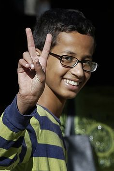 """""""Richard Dawkins """"!!!!! Accuses Ahmed Mohamed Of Committing 'Fraud' Kid said, I closed the brief case with a cable so it wouldn't look suspicious. Sounds funny to me."""