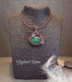 Collier / Pendentif wire wrapped cuivre oxydé et malachite : Collier par yggdrasil-bijoux
