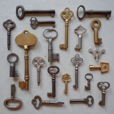 I would love to start collecting antique/vintage keys...such a beauty and mystery to them