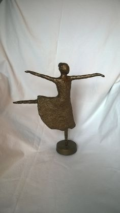 Danseres. Dancer.  Papier maché