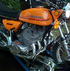 5 cylinder 2 stroke Kawasaki by Allan Millyard - Motorcycle Usa Japanese Motorcycle, Retro Motorcycle, Motorcycle Engine, Women Motorcycle, Motorcycle Helmets, Motos Vintage, Vintage Bikes, Vintage Motorcycles, Kawasaki Motorcycles