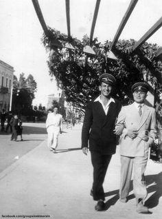 Mersin 1950 ler Mersinli beyler Atatürk evi önü..