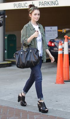 Lily Collins I might be in love with her style! Celebrity Jeans, Celebrity Outfits, Celebrity Style, Celebrity Photos, Star Fashion, Love Fashion, Womens Fashion, Fashion Trends, Fashion 101
