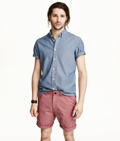 Short-sleeve blue chambray shirt & washed twill chino shorts with pockets. | H&M For Men