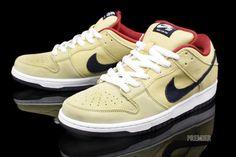 "Gold Dunks that don't scream ""look at me"". Nike Shoes, Sneakers Nike, Converse, Vans, Nike Sb Dunks, Hip Hop Outfits, Air Jordans, Kicks, Bicycle"