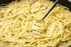 Creamy Three-Cheese Spaghetti This AMAZING ultra-creamy and cheesy spaghetti is… Creamy Spaghetti, Cheese Spaghetti, Homemade Spaghetti, Spaghetti Recipes, Spagetti, Simple Spaghetti Recipe, Cheesy Pasta Recipes, Vegan Spaghetti, Pancake