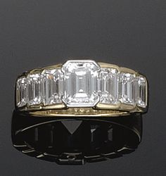 LOVEEEEE This ring!!! <3  GOLD AND DIAMOND RING