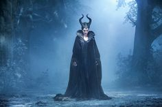 When you see Maleficent you will leave the cinema thinking about Angelina Jolie's amazing cheekbones, the sweetness of Elle Fanning as Aurora, and the incredible costumes designed by Anna B. Sheppard, who is known for… Film Maleficent, Angelina Jolie Maleficent, Maleficent Costume, Maleficent Horns, Disney Villains, Disney Movies, Scary Kids, Porno, Sleeping Beauty