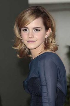 Emma Watsons shoulder length layered hairstyle