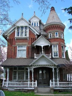 Painting A House with Abestos Siding . Painting A House with Abestos Siding . How to Clean House Siding before Exterior Painting Victorian Architecture, Beautiful Architecture, Beautiful Buildings, Beautiful Homes, Architecture Design, School Architecture, Abandoned Houses, Old Houses, Victorian Style Homes