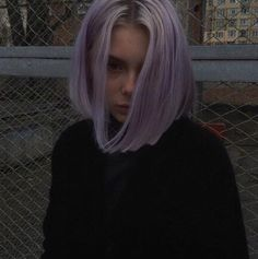 Imagem de girl, grunge, and hair Hair Color Purple, Hair Dye Colors, Green Hair, Pastel Purple Hair, Light Purple Hair, Blonde Color, Hair Inspo, Hair Inspiration, Short Grunge Hair