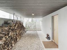 Zufahrt und Hauseingang im Untergeschoss