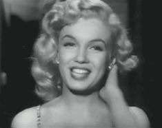 tumblr_lr775ecdWE1qk7a3go1_500.gif (marilyn monroe,1950s,50s,beauty,icon,blonde,beautiful,pretty,gif,cute,vintage,black and white)