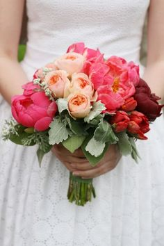 Bouquet de mariage / wedding bouquet- these would be pretty with a slate blue twine??