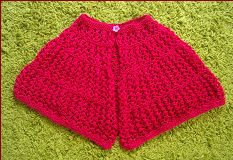 Knitting pattern for a ladies 8ply lace cape.