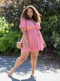 Search for a plus size dress that will make a midriff for one at her littlest part, regularly directly underneath the bust line.