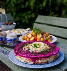 DETTA INLÄGG PRESENTERAS I ANNONSSAMARBETE MED ABBA På somrarna äter vi gärna vår lunch på gården. Vi brukar ta med oss maten ut, sitta på innergården, umgås och njuta av att äta maten ute i det gröna. Maten smakar ju så mycket bättre när man äter den ute. Sist vi hade vår lilla gårdspicknick festade vi till det lite, vi firade nämligen att jag har fått jätteroliga nyheter som jag snart kommer att berätta till er om. Jag är så taggad och glad, det är så mycket roliga saker på gång. Snart…