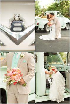 Es buena idea usar autos viejos, le dan un toque especial a la boda