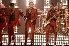 Bruno Mars and his band members wore Gucci Made to Order burgundy notch lapel two button Heritage suits and black leather loafers with gold horsebit detail to the 2013 Billboard Music Awards at the MGM Grand Garden Arena in Las Vegas on May Gucci Suit, Gucci Gucci, Gucci Gang, Funk Bands, Dance All Day, Mgm Grand Garden Arena, Gucci Outfits, Red Suit, Saint Laurent Paris