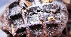 Zutaten:      220 g dunkle Schokolade     150 g Butter     3 große Eier     150 g brauner Zucker     150 g Pekannüsse oder...