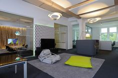 Informal #meeting & #recreation area at netzkern AG, furnished by Bene +++ http://bene.com/office-furniture/project-netzkern-duesseldorf-germany/