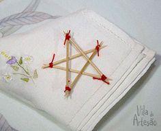 Use palitos de dentes para fazer estrelas de natal.  #craft #artesanato #natal #diy