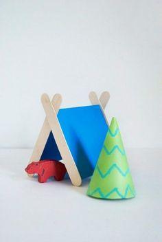 Simple camping popsicle craft for kids / Bricolage simple de camping pour les enfants