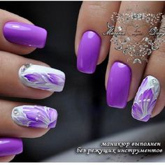 This spring, beautifully combined purple and white color will be a delightful choice. Let purple be dominate and white to have function of refilling and making whole manicure much more interesting!
