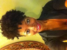 Updo natural hair style on natural hair/ Instagram: @msnaturallymary