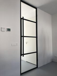 stalen deur 4 vlaks te bestellen op binnendeurvanstaal.com #steeldoor #stalendeur #staal #glas Future House, My House, House Doors, Steel Doors, Bauhaus, New Homes, House Design, Living Room, Interior Design