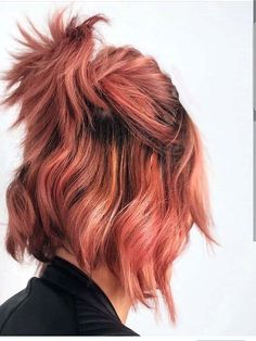 Incredible pink demanding hairstyle and color Incredible pink demanding hairstyle and color Short Dyed Hair, Dyed Hair Ombre, Dyed Hair Blue, Dyed Hair Pastel, Pink Short Hair, Peach Hair, Rosa Highlights, Cool Hair Color, Hair Colors