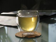 Ingwersirup kann für vieles genommen werden, aber am meisten wird er zum Süssen von Tee verwendet. Auch nur mit Mineralwasser vermischt und einer Scheibe Zitrone mit hinein, schmeckt dieser Sirup s…