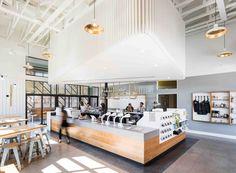 Construido en 2016 en Dallas, Estados Unidos. Imagenes por Robert Yu, Mark Leveno. Descripción de los arquitectos. El diseño para el café de Houndstooth y la barra del cóctel de Jettison fueron conducidos por la dualidad de su...