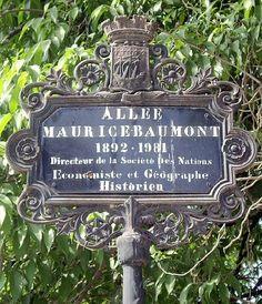 L'allée Maurice-Baumont dans le parc du Champ-de-Mars  (Paris 7ème).
