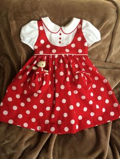 Darling Details ❤~ Piping, pin tucks, pockets and polka dots on dress from Dragonbees. Red and White Polka Dots Dress with Pocket Kitty Kids Frocks, Frocks For Girls, Little Girl Dresses, Girls Dresses, Toddler Dress, Baby Dress, White Polka Dot Dress, Polka Dots, Baby Girl Dress Patterns
