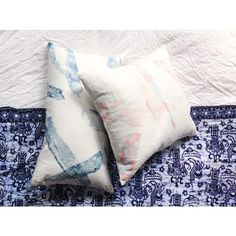 More new pillows part of our upcoming Dalili collection - these fit perfect with my current Batik bed situation . The pattern is Splinter - designed for Eskayel by designer @torsdr #eskayellini #dalili #eskayel #eskayelpillows