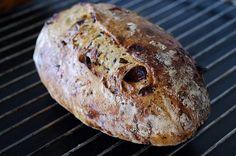 Jag brukar baka ut mina bröd väldigt enkelt. Ofta viker jag bara ihop degen till ett paket, delar den i några bitar och skjutsar in den i u...