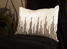 This New York City skyline accent pillow is a perfect decoration for your next party. This pillow is simply stunning and adds that extra city touch to an atmosphere. #ypp #yourperfectparty #newyork #partycollection #pillow #skyline