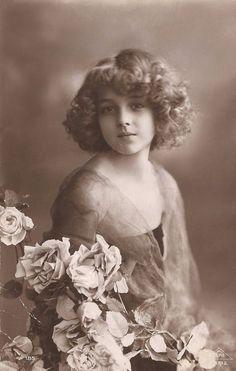Grete Reinwald, Famous Edwardian German Stage & Film Actress Beautiful Romantic Glamour Portrait...Original Rare 1900s French Photo Postcard: