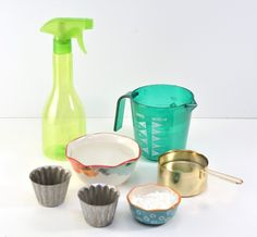 Check out this diy house cleaning tip for homemade non toxic non streak glass cleaning hack. This cleaning recipe is perfect for green cleaning and is easy and cheap to make.