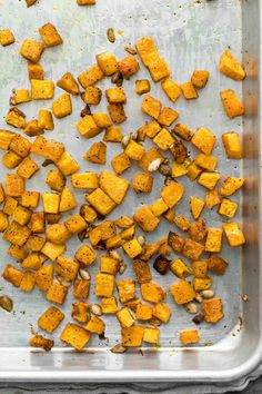 Roasted Butternut Squash: an essential vegetarian recipe component. This squash is perfect for using in omelettes, grain bowls, pizzas, and everything in between. Lots of inspiration and base recipe! Baked Squash, Roasted Butternut Squash, Squash Bake, Autumn Recipes Vegetarian, Veggie Recipes, Meal Recipes, Dinner Recipes, Healthy Recipes, Eat Seasonal