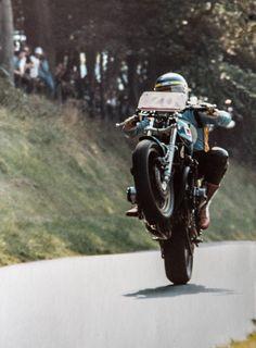 Moriwaki kawasaki at olivers Mount England.Phot by Gerard Turner In focus studio. Racing Motorcycles, Custom Motorcycles, Custom Bikes, Classic Motors, Classic Bikes, Kawasaki Bikes, Bike Rider, Old Bikes, Motorcycle Design