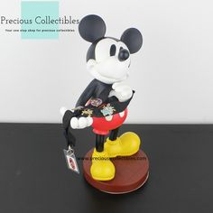 For more information check out the extended gallery at our collectibles webshop. Mickey Mouse Pins, Minnie Mouse, Favorite Cartoon Character, Looney Tunes, Cartoon Characters, Walt Disney, Statue, Gallery, Check